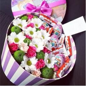 Цветы и сладости в коробке №192