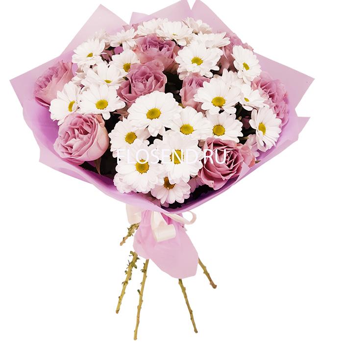 Букет из сиреневых роз и белых хризантем
