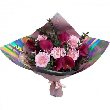 Букет из розовых гербер и калл