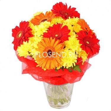 Букет из красных гербер и желтых хризантем